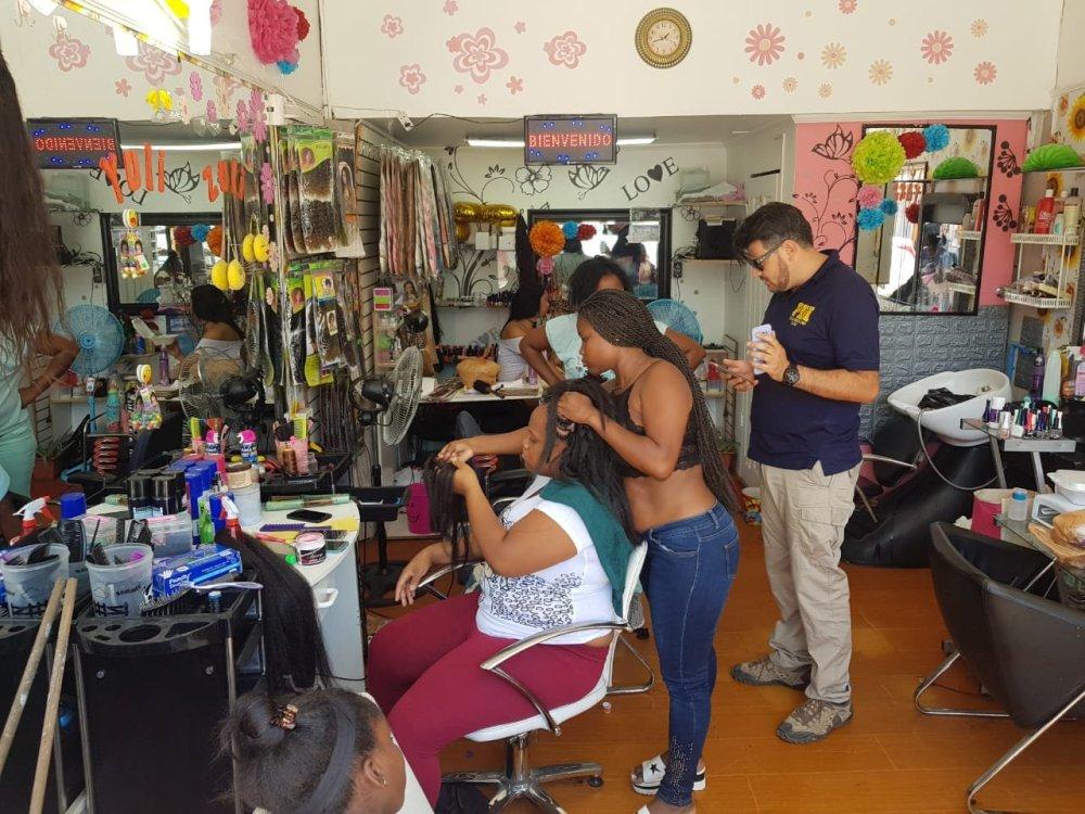 7d7a43a86 ... la fiscalización realizada por los oficiales policiales de POLINT en  diversas peluquerías y barberías del centro de la ciudad, obtuvo como  resultado la ...
