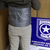 Aduanas intercepta a 3 Peruanos y un Chileno tratando de ingresar a Chile con droga.