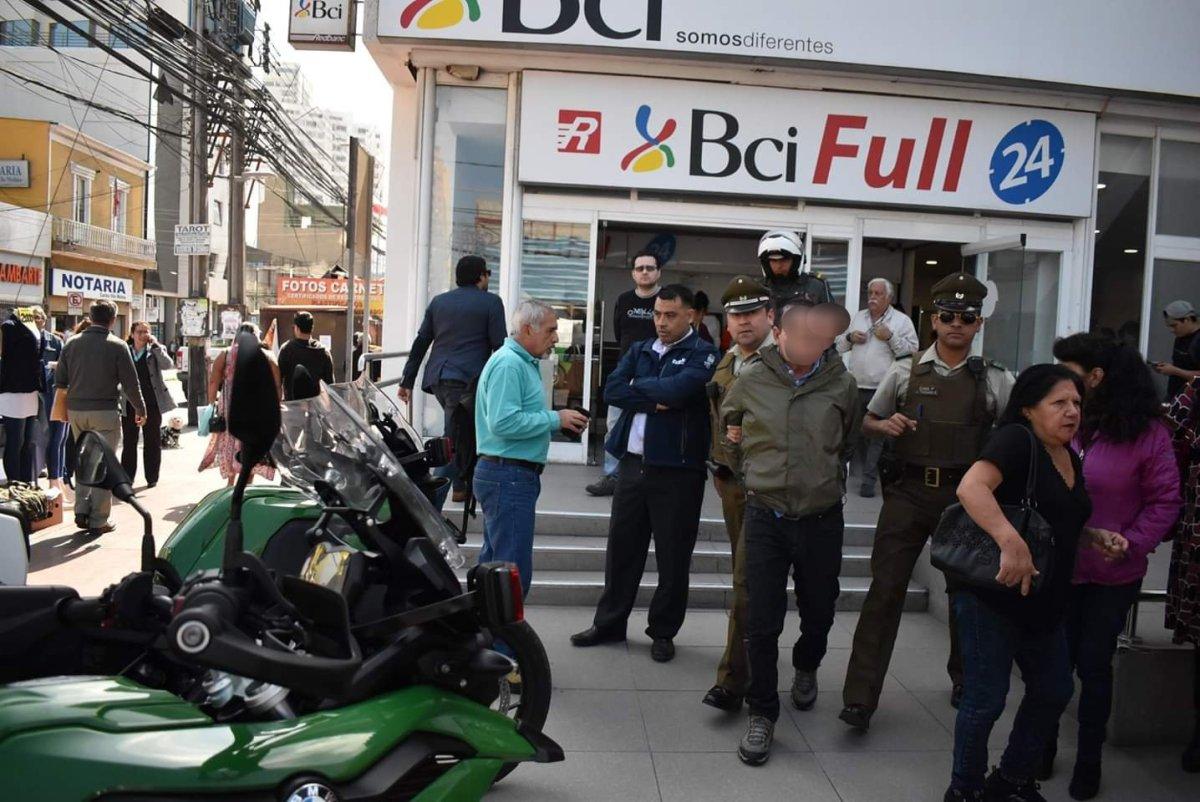 Detenido por intentar hurtar Notebook en Banco BCI de calle Tarapacá.
