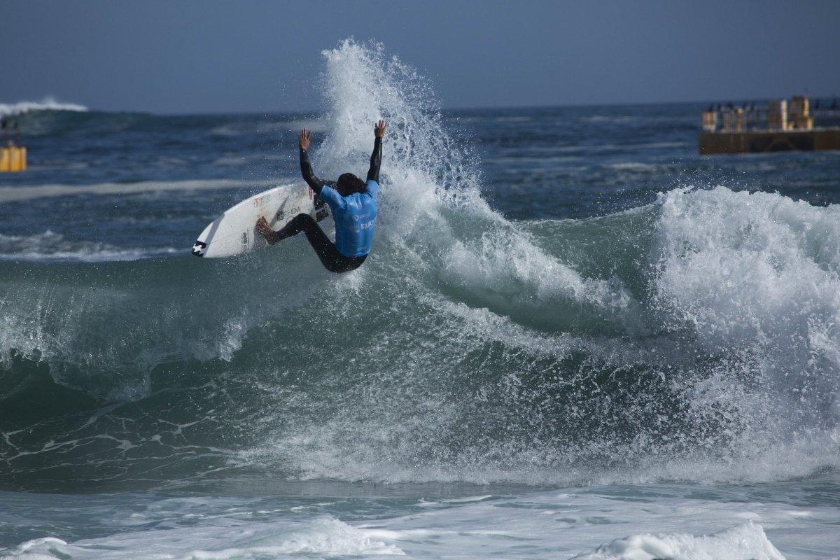 Los mejores surfistas del mundo ya comenzaron a sortear olas en el Héroes de Mayo Iquique Pro 2019.