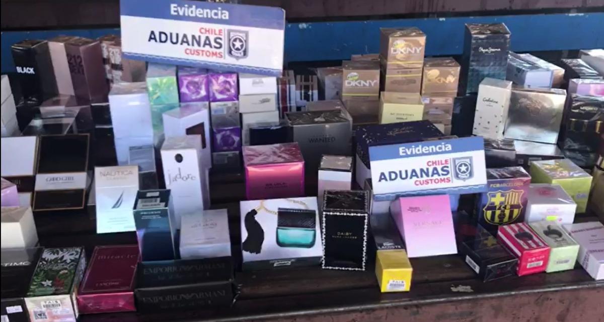 Aduana incauta 369 perfumes en camión de ácido sulfúrico.