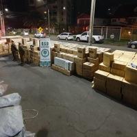 Carabineros O.S.9 intercepta a un camión con 600 cajas de cigarros de contrabando.