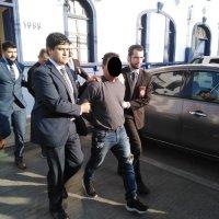 Fiscalía logra prisión preventiva a estafadores peruanos que engañaban a adultos mayores.