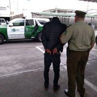 Carabineros (SIP) detiene a sujeto que intimidó con un arma para robar.