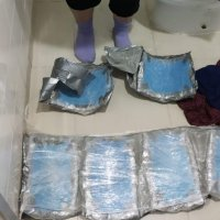 DGAC y Carabineros detienen a mujer ingresando droga por el aeropuerto.