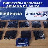 Aduanas detecta cocaína en maleta de una turista que venía desde Perú.