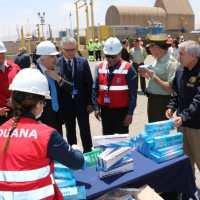 Aduanas y Carabineros incautan 700 mil cajetillas de cigarrillos en Arica.