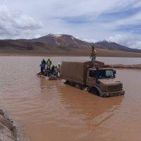 Patrulla militar rescata a 5 trabajadores aislados en un lugar a 4.400 msnm.