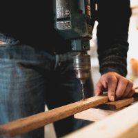 Aprende sobre construcción gratis y arregla tu casa este verano.