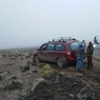 Carabineros de Colchane rescatan a turistas atrapados en el sector de Puchuldiza.