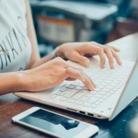 Sence Tarapacá invita a formarse en línea con 47 cursos sin costo.