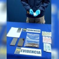 PDI detiene a dos sujetos durante toque de queda por tráfico ilícito de drogas.