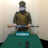 Carabineros de Alto Hospicio detuvieron a mujer que portaba un fusil con municiones.