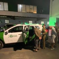 En fiscalización a vehículo se detuvo a 3 sujetos por porte de arma de fuego e infracción cuarentena