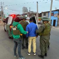 Venezolano y Chileno con reincidencias policiales detenidos circulando en moto con encargo por robo