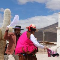 Vecinos de Colchane recibieron esquinazo de víspera de Fiestas Patrias.