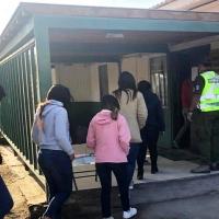 10 venezolanos junto a 6 menores fueron detenidos por carabineros tras ingreso ilegal a Chile.
