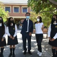 Ministro figueroa visita colegio técnico de mujeres en el día internacional de la mujer