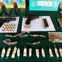 Carabineros allana 8 domicilios de valle verde incautando drogas, armas de fuego y pirotecnia