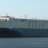 Ian Taylor agencia nave de Eukor Car Carriers Inc. con récord de vehículos en Puerto de Iquique
