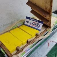 Aduanas detecta droga en silla de ruedas, tablas de planchar y envases de jugo